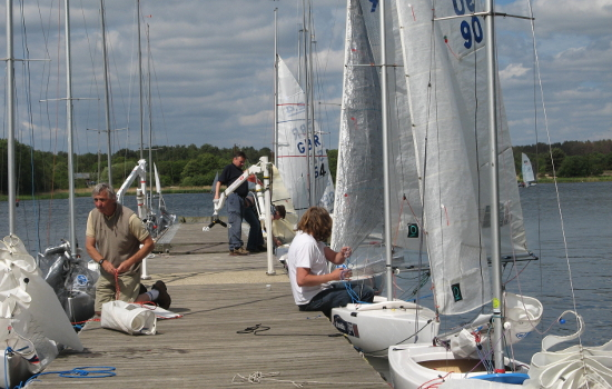 11e 2.4s rigging on jetties.JPG